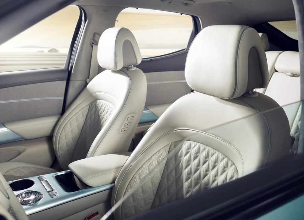 سيارة مدعومة بمنصة مخصصة للسيارات الكهربائية ترفع الأداء وتزيد المسافة المقطوعة