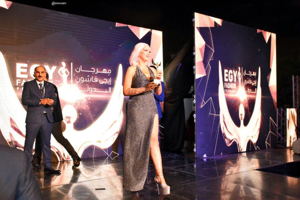 فرح معروفي سيدة أعمال وملكة جمال  تتوج وتكرم  بمهرجان ايجي فاشن بمصر