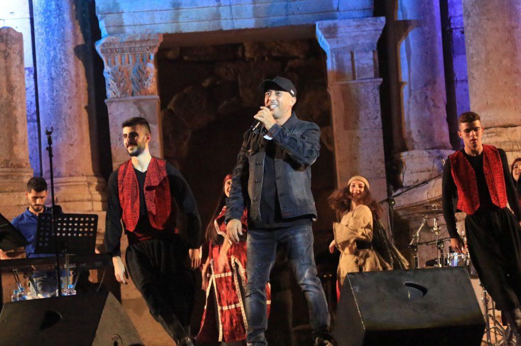 """أعدها """" صوت الأردن """" مشاركة فرقة الإستقلال للفنون الشعبية من فلسطين معه في أغنيته """" الوصلة الأردنية"""